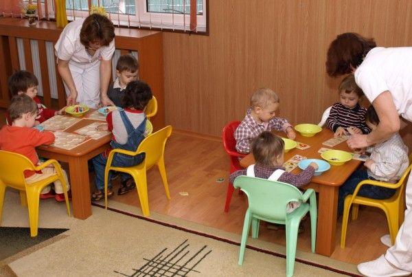 Peste 300 de copii sunt pe lista de aşteptare la creşele din municipiu