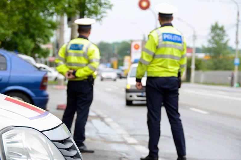 Doi teribilişti fără permis au fost prinşi în timp ce erau la volan