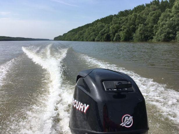 Şapte persoane au fost la un pas să moară înecate în Dunăre, după ce barca în care se aflau, s-a răsturnat şi s-a dus la fund