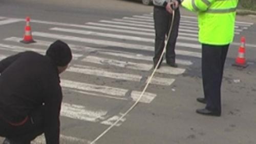 O tânără de 19 ani, lovită de maşină pe trecerea de pietoni