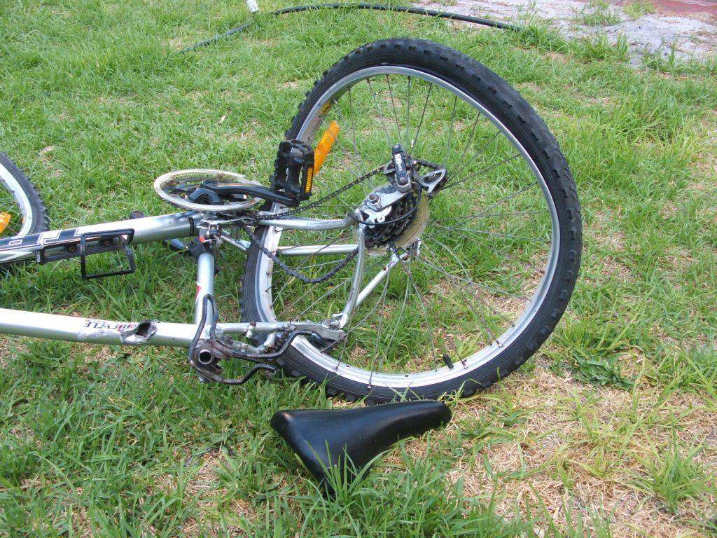 Accident rutier soldat cu rănirea unui biciclist, lângă Ciuperca