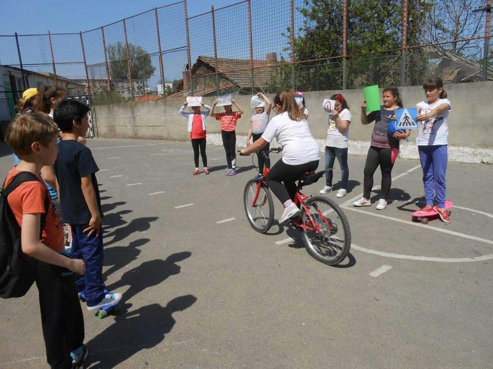 Copiii+ poliţia+ şcoala= educaţie rutieră