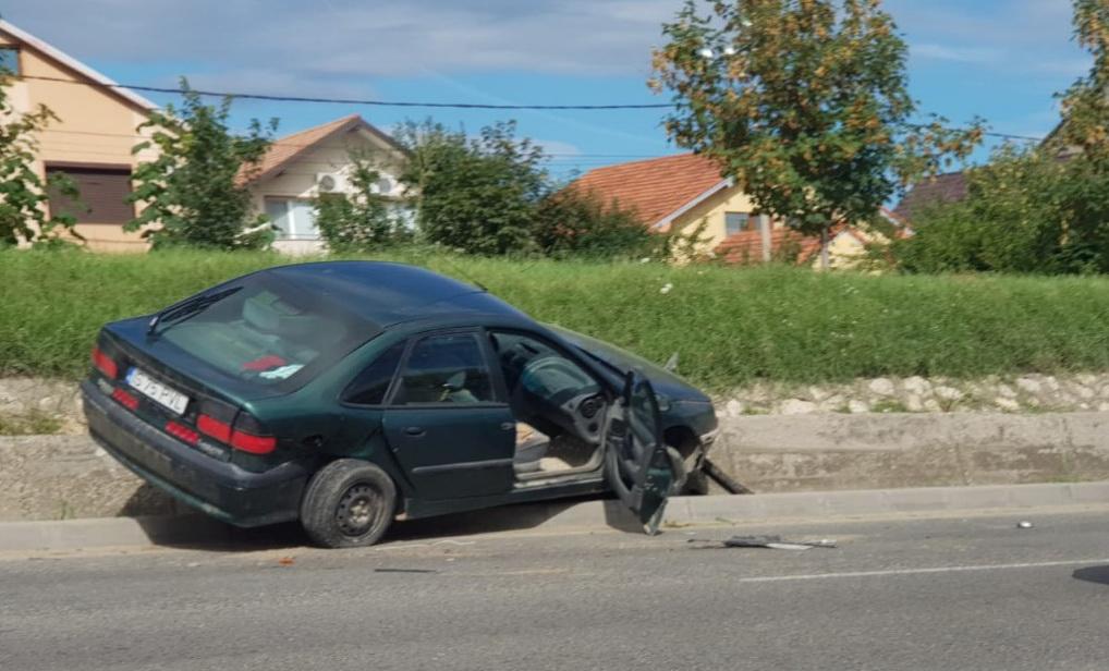 Un tulcean de 18 ani, fără permis şi urmărit de poliţie, a provocat un accident în Ovidiu
