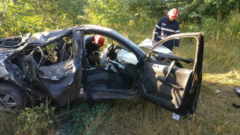 Accident grav între Tulcea şi Agighiol. Doi bărbaţi sunt răniţi
