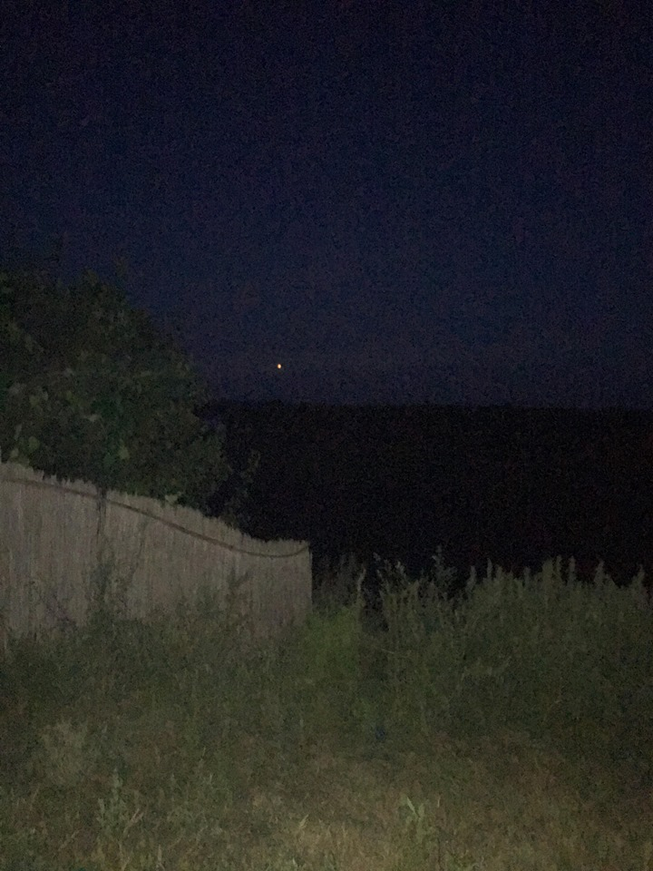 Lumini misterioase pe cer, văzute din mai multe localități din deltă. Iluzie optică în masă sau vizite OZN?