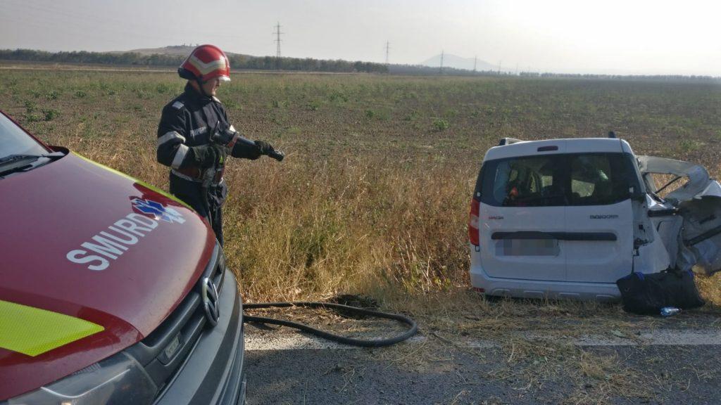 Accident cu pericol ridicat de incendiu, între Nalbant şi Cataloi. Doi oameni au fost răniţi