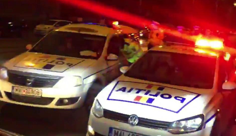 Un șofer beat nu a oprit la semnalele poliției și a fost prins după o urmărire cu sirene și girofaruri
