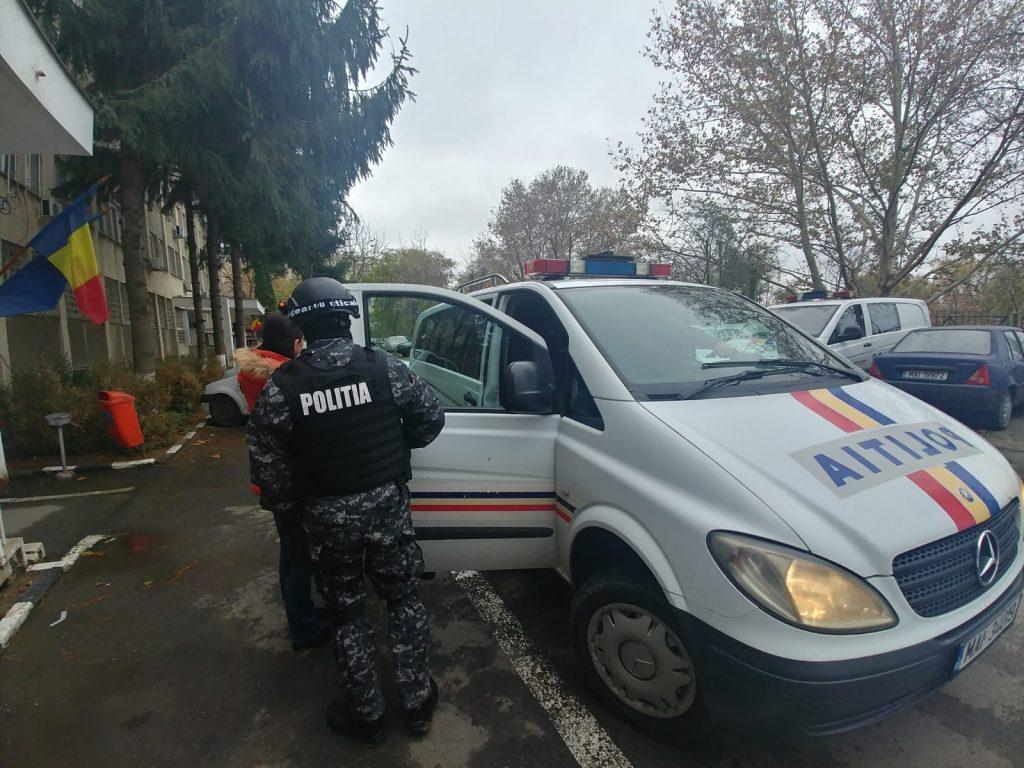Reţea de proxeneţi destructurată de poliţiştii din municipiu