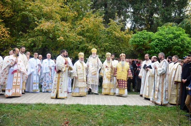 """Sfințirea picturii bisericii ,,Sf. Treime"""" a mănăstirii Cocoș"""