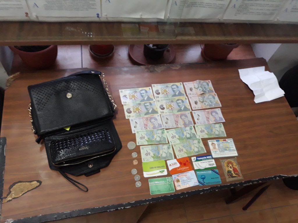 Geantă cu acte şi bani, predată la sediul Poliţiei Locale de către un tulcean
