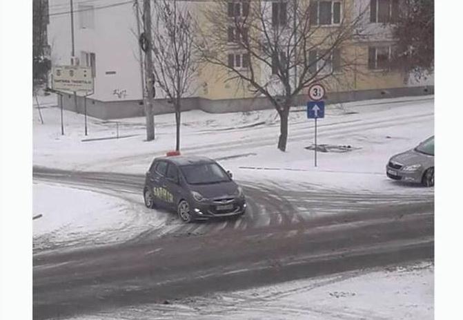 Şi maşinile de şcoală sfidează legislaţia rutieră!