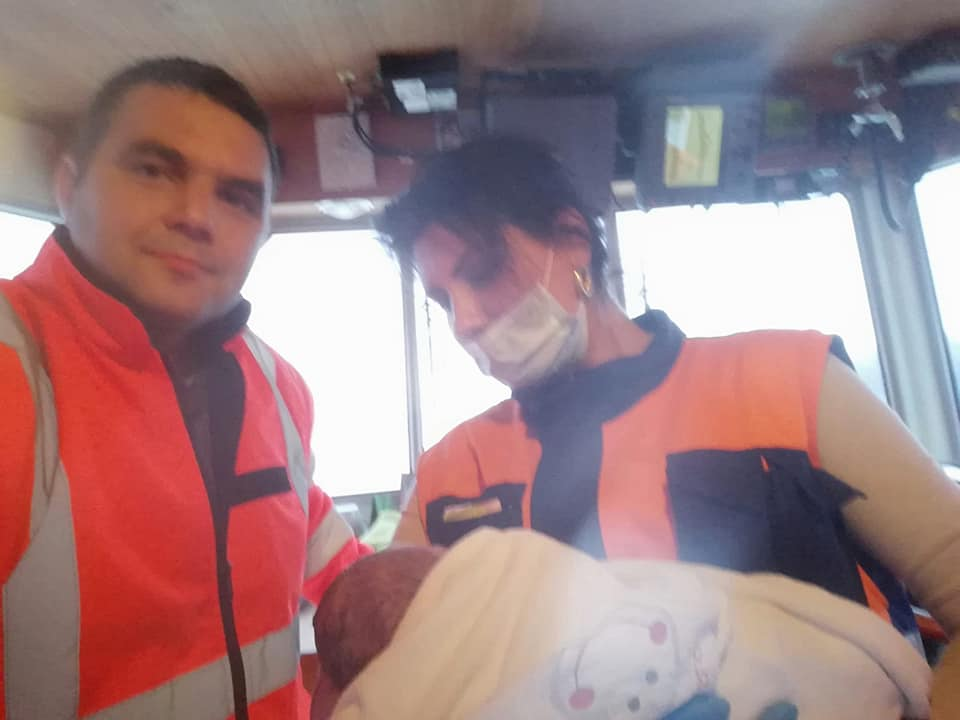 Un copil s-a născut în şalupa ambulanţei