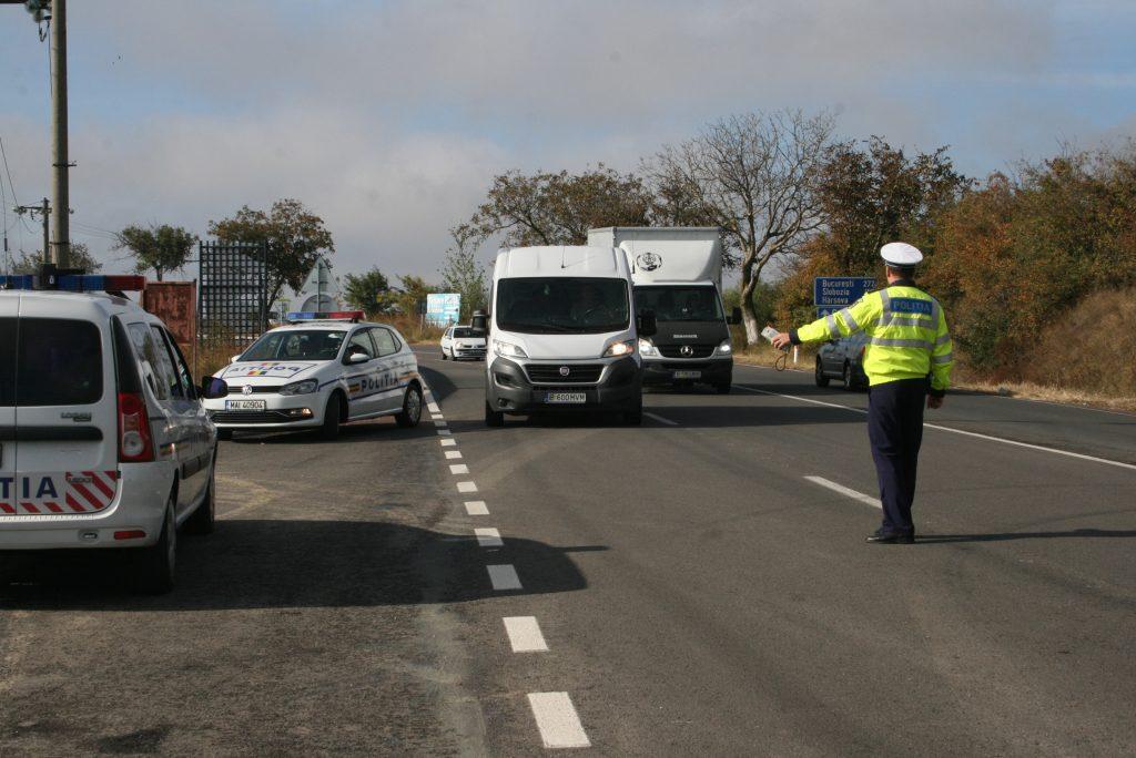 Transportul de mărfuri şi de călători, în vizorul poliţiei rutiere