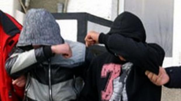 Copii între 9 şi 11 ani, spărgători