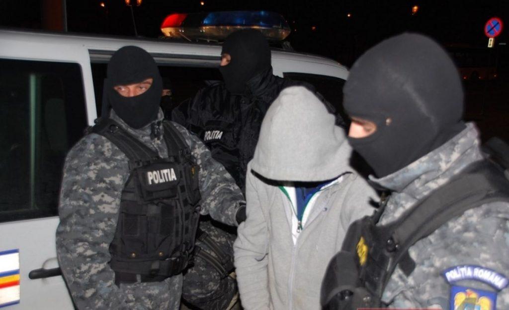 Percheziţii cu mascaţi la Valea Teilor. Cinci hoţi s-au ales cu dosare penale, iar prejudiciul a fost recuperat