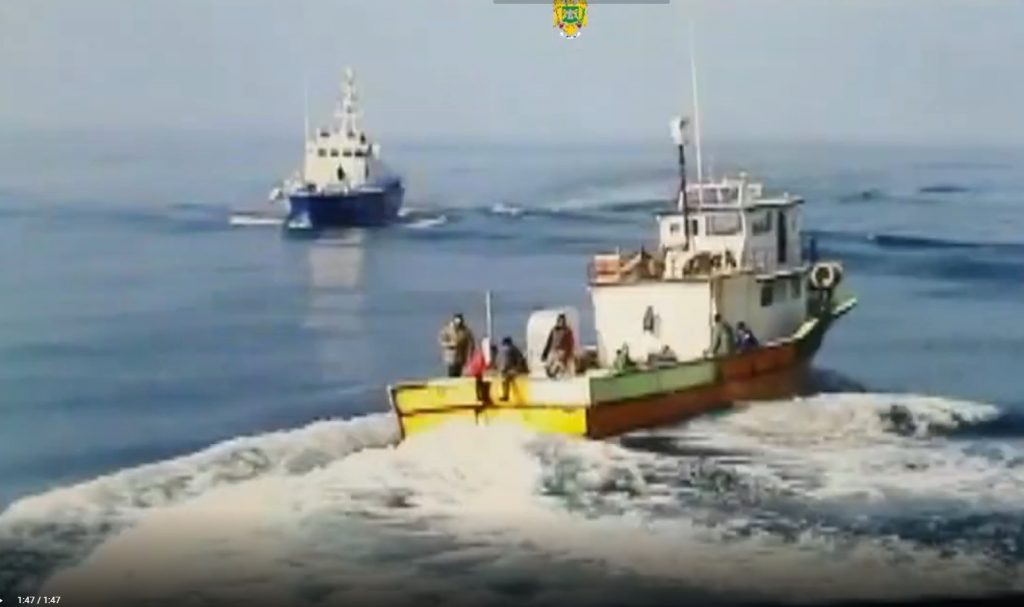 Pescador turcesc surprins la braconat în Marea Neagră, urmărit cu focuri de armă de o navă a Poliţiei de Frontieră