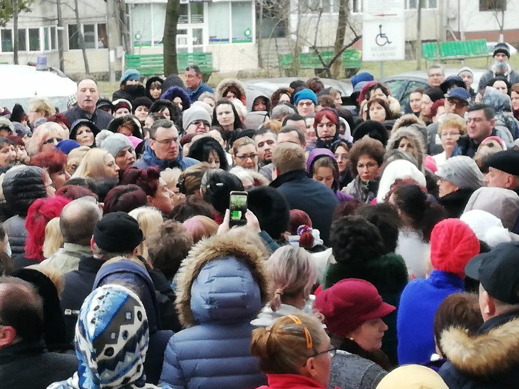 Protest spontan la Spitalul Judeţean Tulcea.