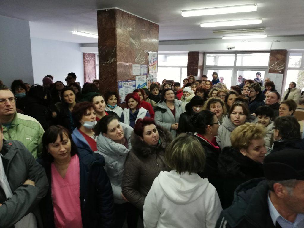 A doua zi de proteste la spital! Negocierile de azi au adus un foarte mic câştig de partea protestatarilor!