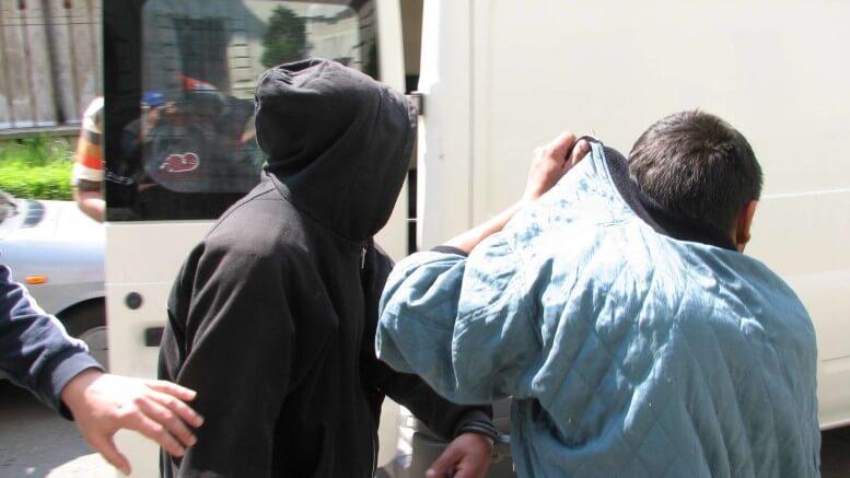 Trei minori de 14 ani au furat un telefon şi 900 de lei de la un bărbat