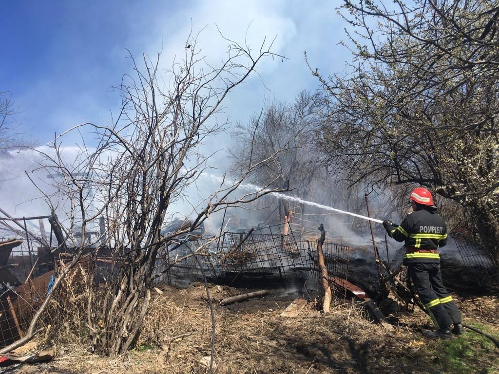 A scăpat focul de sub control şi a apelat la pompieri