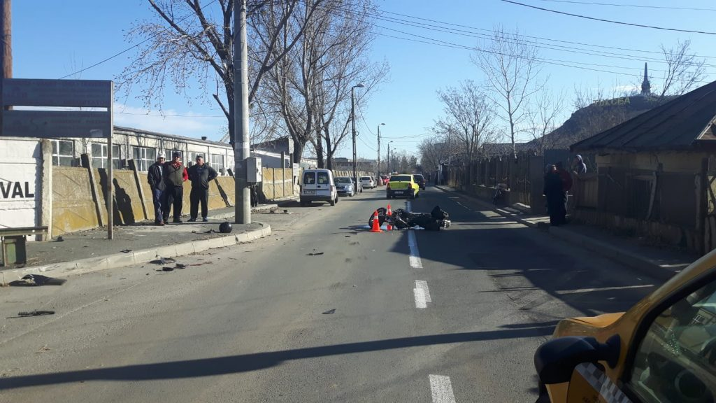 Un motociclist a decedat azi dimineață într-un accident pe strada Grădinarilor. Acesta nu avea permis de conducere