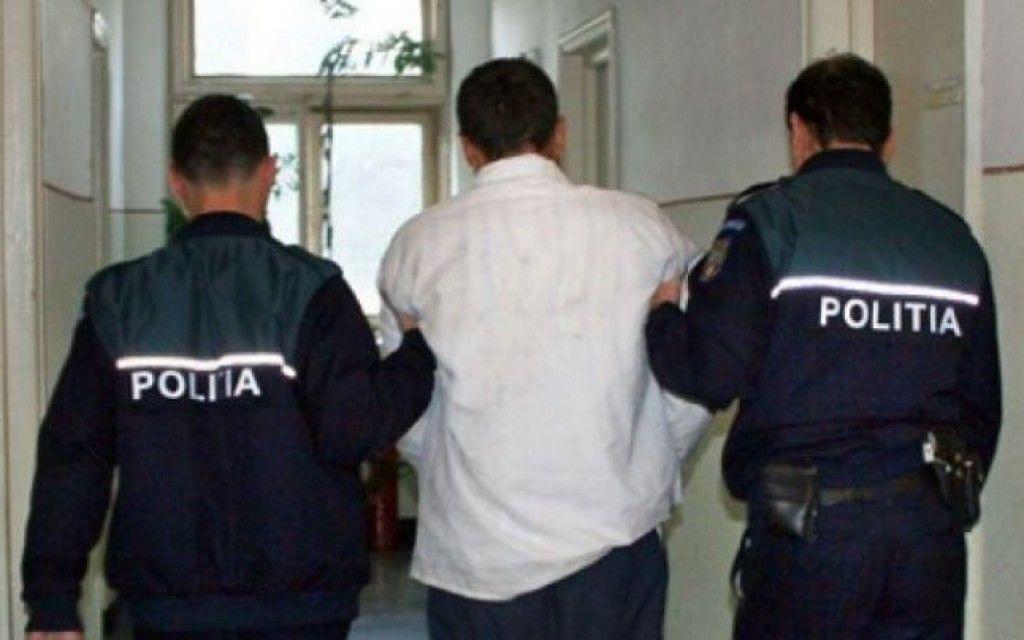 Poliţiştii au reţinut un şofer beat, care avea permisul suspendat. S-a propus arestarea preventivă