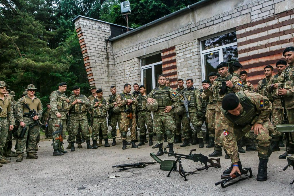 Pușcașii marini români se instruiesc cot la cot cu cei americani, la Babadag