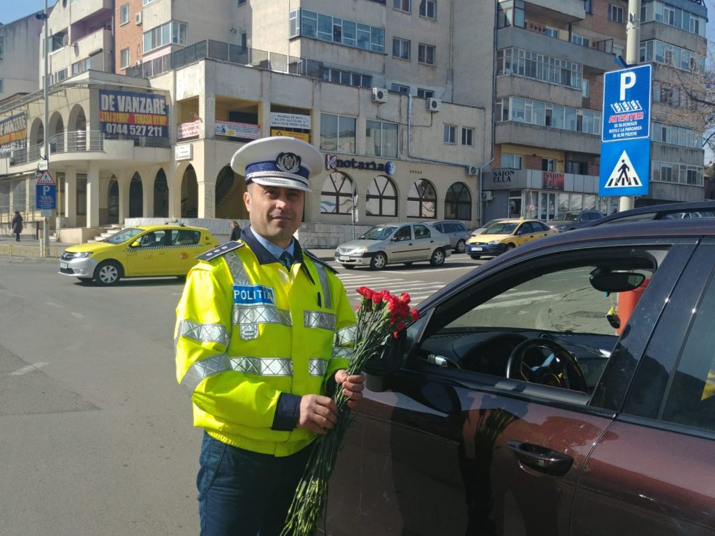 Poliția Rutieră Tulcea a sărbătorit în trafic ziua de 8 martie