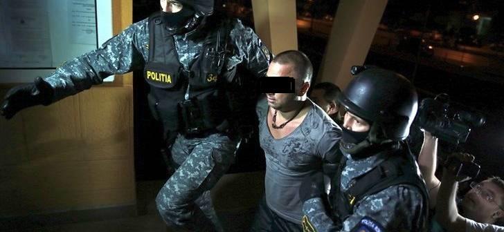 Doi urmăriţi au ajuns în penitenciar, sub escorta poliţiei