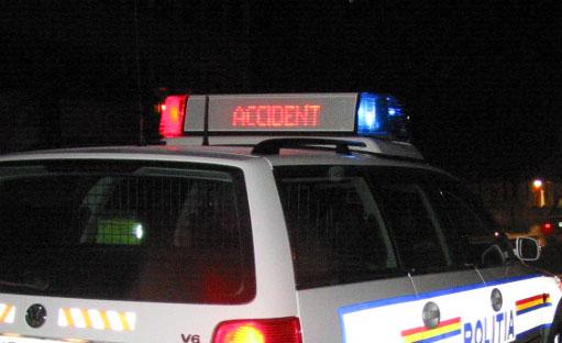 Accident grav după o depăşire criminală. Trei persoane au fost rănite. Două căruţe nesemnalizate au stat la baza evenimentului