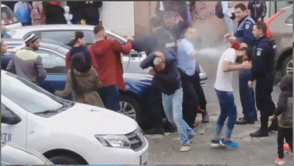 Război de stradă între poliție-jandarmerie și rromii, în cartierul tulcean Vest