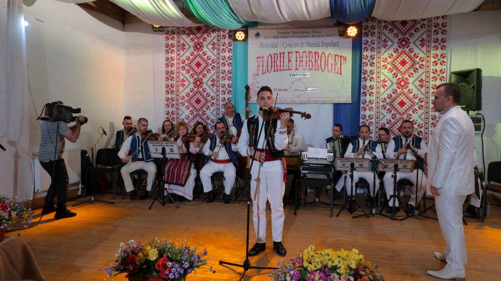 """Vioristul Dragoș Vlădeanu, câștigătorul Marelui Premiu al Festivalului-Concurs de Muzică Populară """"Florile Dobrogei""""Ediția a IV-a, 13 aprilie 2019"""