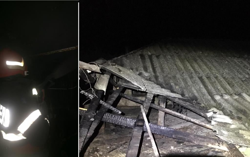 Casă în flăcări la Mila 23. Au intervenit pompierii de la Crișan