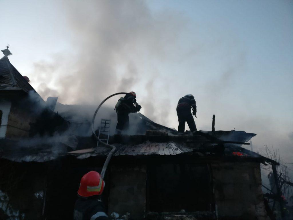 Trei autospeciale au intervenit la un incendiu din municipiu
