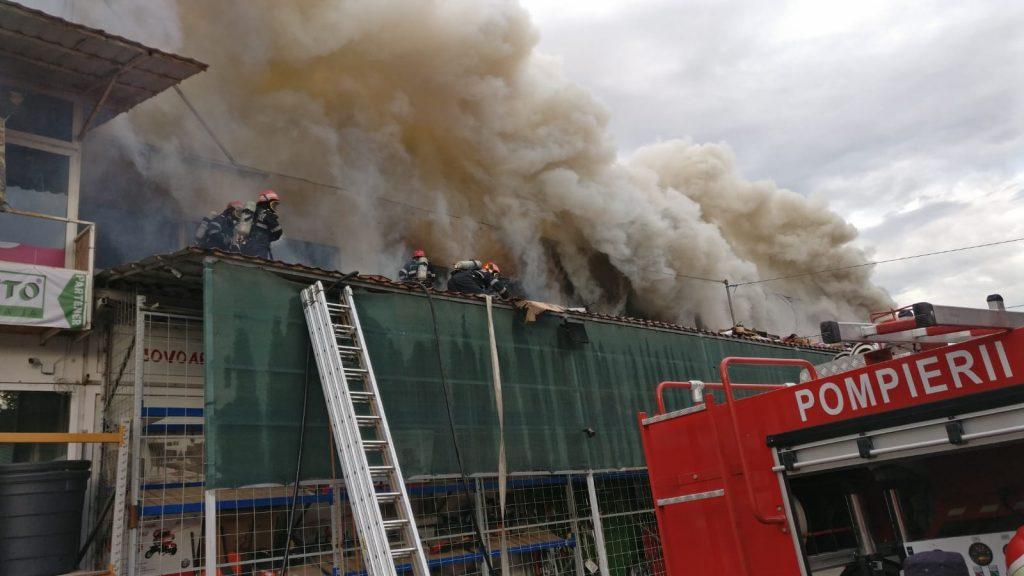 Arde depozitul SC Delphi - Zamfir (video) - ştire în curs de updatare
