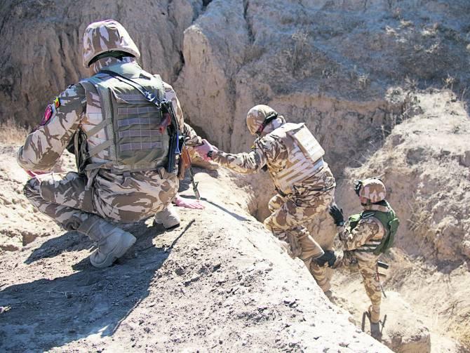 """Patru militari de la Batalionul 300 Protecția Forței """"Sfântul Andrei"""" din Galați fost răniți în Afganistan"""