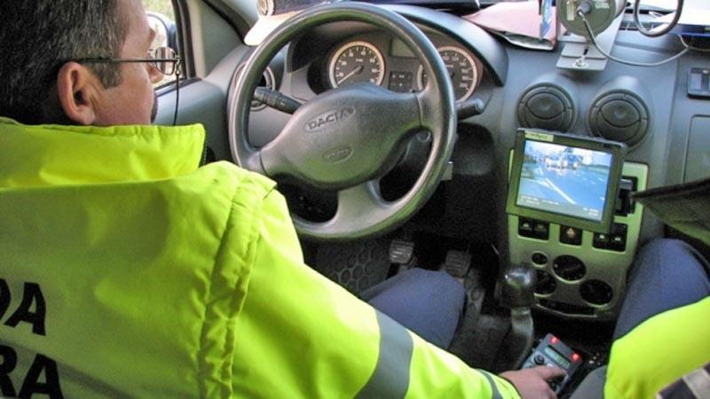 Acţiuni ale poliţiei rutiere pentru depistarea vitezomanilor