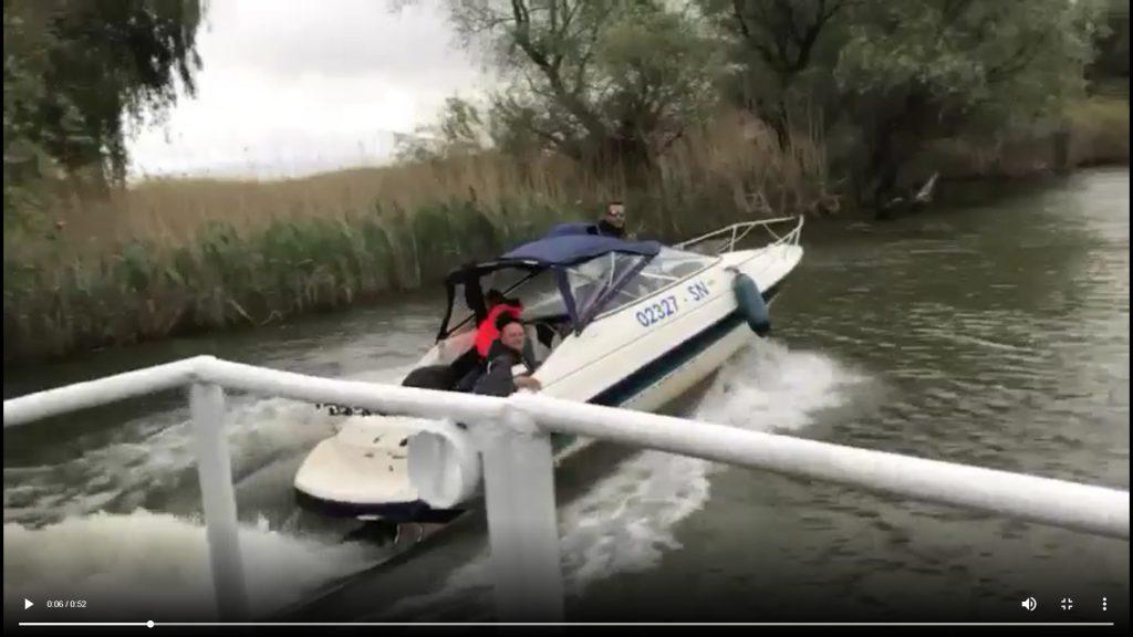 Legea junglei în Delta Dunării! Turişti puşi în pericol de către
