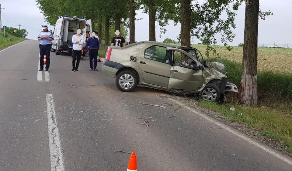 Un tânăr de 19 ani s-a înfipt cu mașina într-un copac, pe drumul spre Malcoci. A ajuns la spital