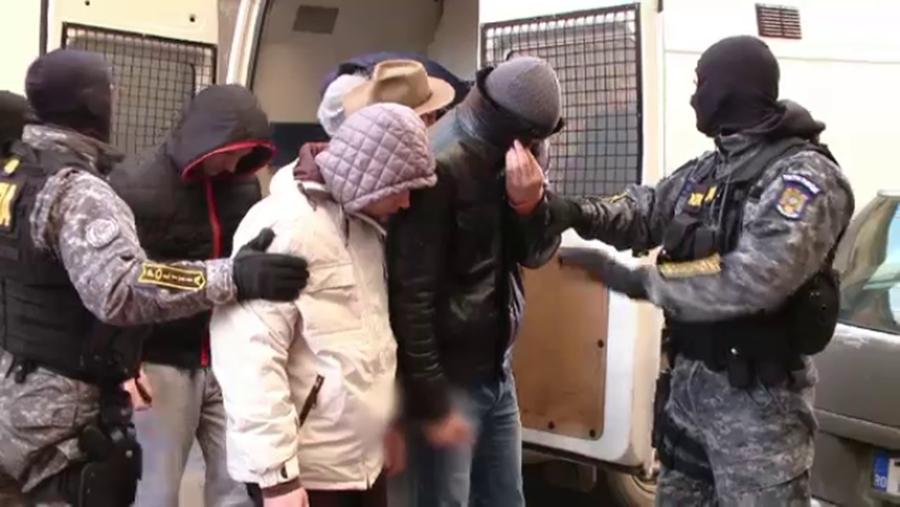 Cinci hoţi din Luncaviţa au ajuns pe mâna poliţiei. Cel mai mic are 13 ani!