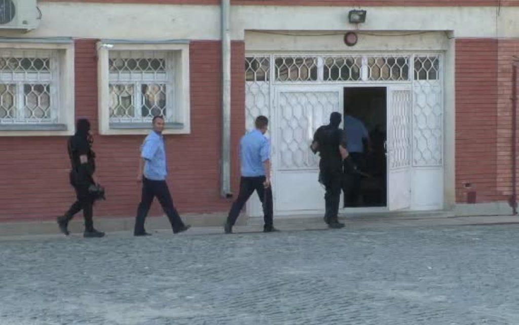 Ofiţerul din Penitenciarul Tulcea acuzat de luare de mită a fost trimis în judecată