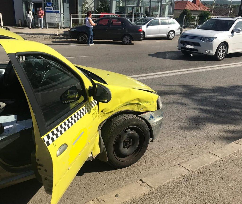 Accident rutier în municipiu soldat cu doi răniți