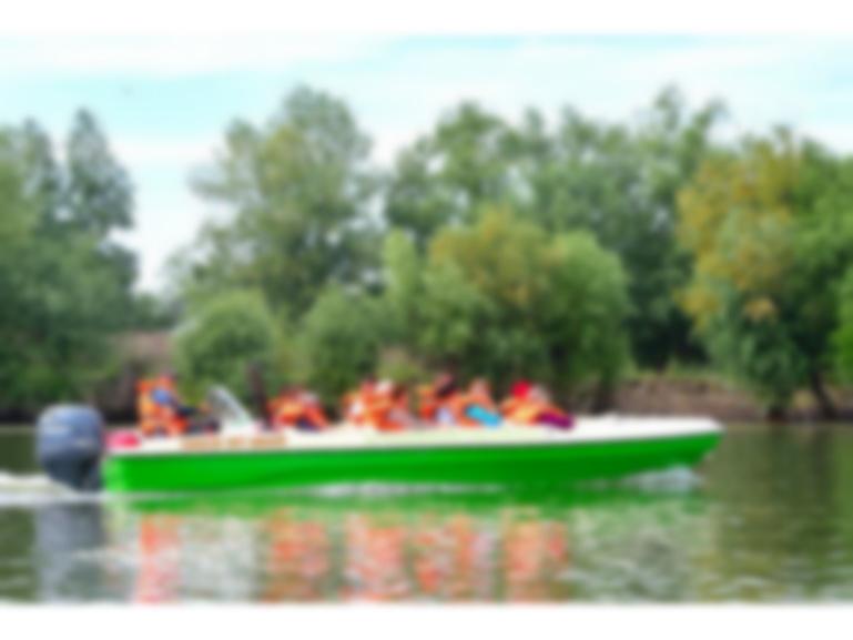 Două bărci pline cu turişti s-au ciocnit la Dunavățul de Jos