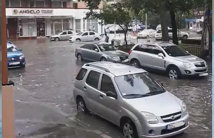 Ploaia (de 5 minute) a inundat (din nou) centrul municipiului - VIDEO