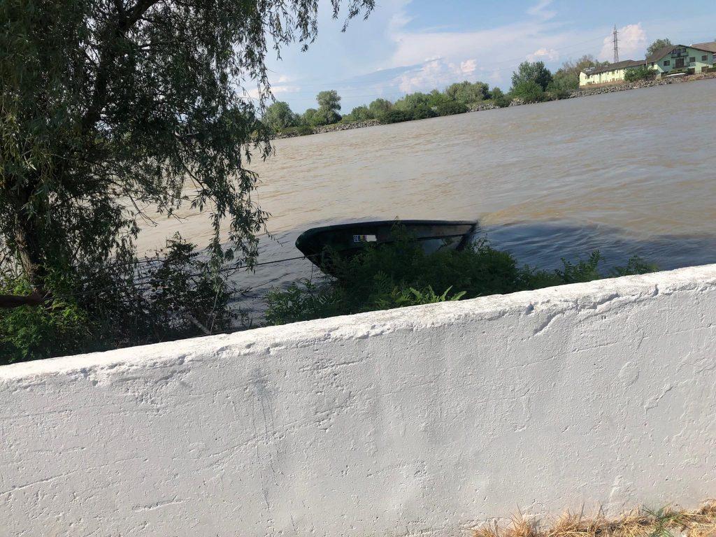Patru bărbați s-au răsturnat cu barca la Crișan. Din fericire, toți s-au salvat