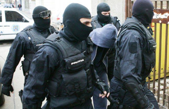 Droguri din nou la Tulcea! Mascații si DIICOT au scotocit șase locații. Trei tineri au fost arestați!