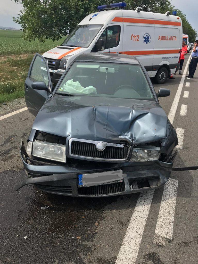 Accident pe DN22, aproape de intersecţia cu Rândunica. O tânără a fost rănită și a ajuns la spital