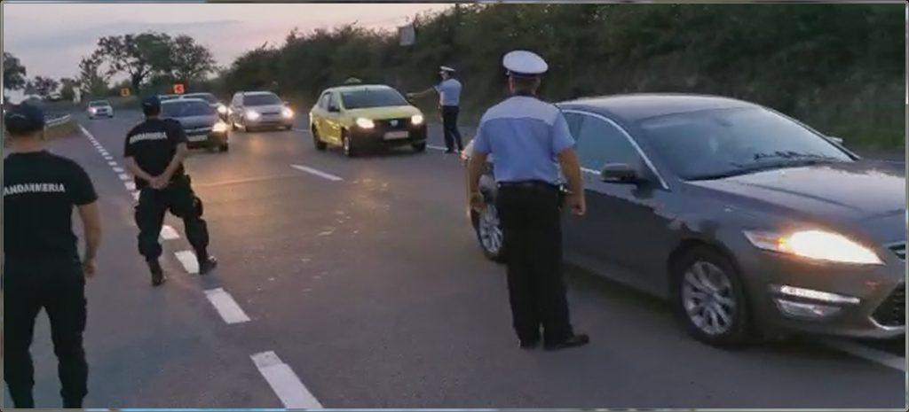 Alarmaţi pentru droguri, oamenii legii au descoperit circa 30 de pacheţele cu prafuri suspecte la un taximetrist