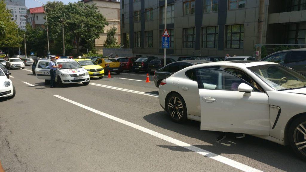Accident pe strada Babadag. Un bărbat a fost luat de ambulanţă