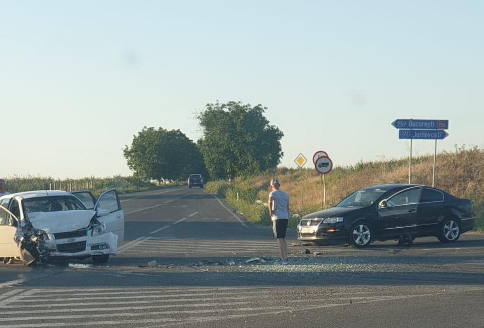 Accident la Două Cantoane. Un pasager a ajuns la spital